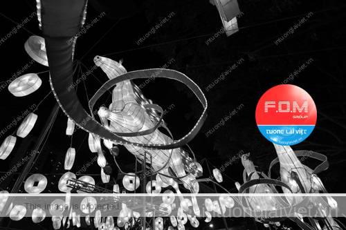 Đêm Hoa đăng với hình ảnh trang trí ứng với các con vật tượng trưng cho năm đó theo quy luật lần lượt 12 con giáp.